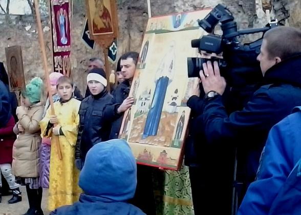В Калуге православная молодежь вышла на крестный ход