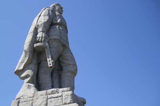Памятник советскому солдату-освободителю в Пловдиве. Скульптор В. Радославов. Архитектор Н. Марангозов. 1954-1957