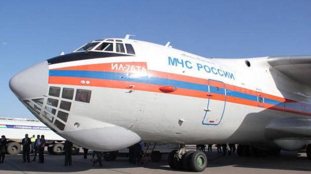 Самолёт МЧС с гуманитарной помощью