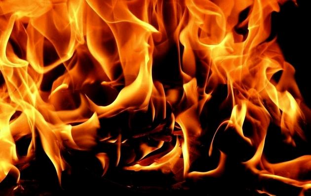 В Оренбуржье из-за пожара в двухэтажном доме эвакуировали 24 человека