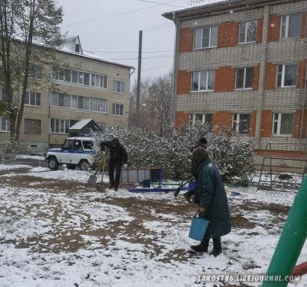 Демонтаж детской площадки. Фото lakost86.livejournal.com