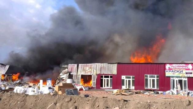 Пожар на рынке «Мельница» 41км МКАД, Москва. Фото экрана: youtube.com