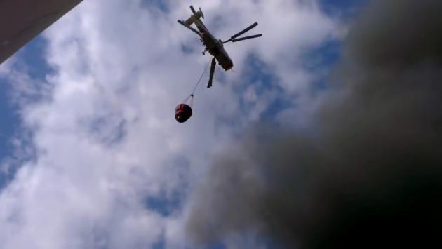 Пожарный вертолёт тушит строительный рынок « Мельница «