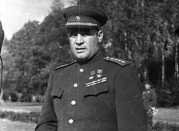 Дважды Герой Советского Союза Иван Черняховский, 1944 год.