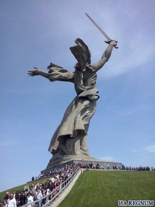 Монумент «Родина-мать зовет» в Волгограде фото: ИА REGNUM