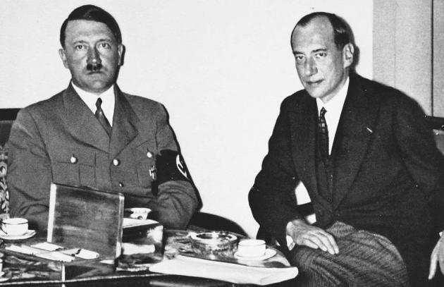 Адольф Гитлер и министр иностранных дел Польши Юзеф Бек. Фотохроника
