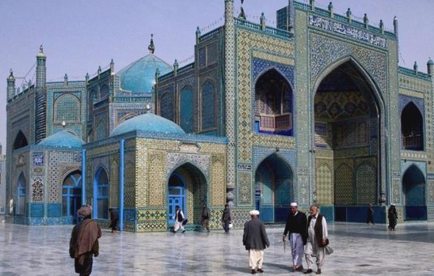 Голубая мечеть (символ армяно-иранской дружбы).
