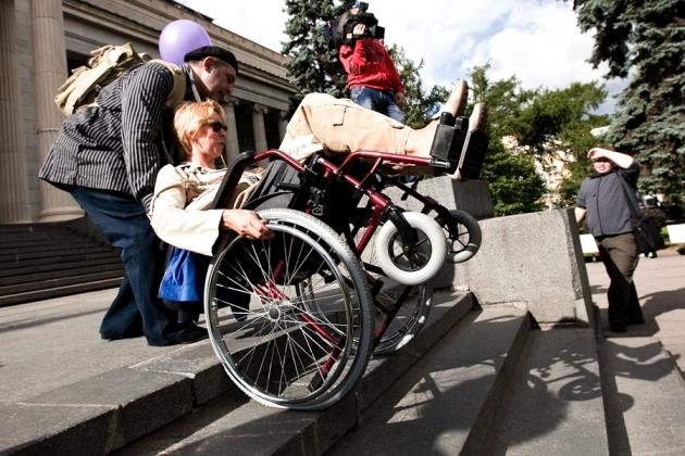 Для инвалидов полностью доступна лишь четверть волгоградских медучреждений