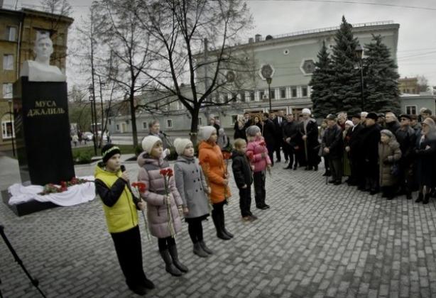 В Челябинске установлен памятник татарскому поэту Мусе Джалилю