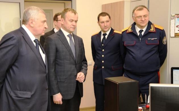 Некоторые иркутские наблюдатели сочли, что Андрей Бунев (справа) все еще продолжает избирательную кампанию Сергея Ерощенко (второй слева). Фото: vk.com/id247351735