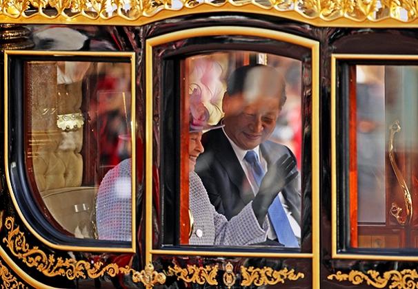 Саркис Цатурян - Китай и Британия бросают вызов долларовой гегемонии США - ИА REGNUM