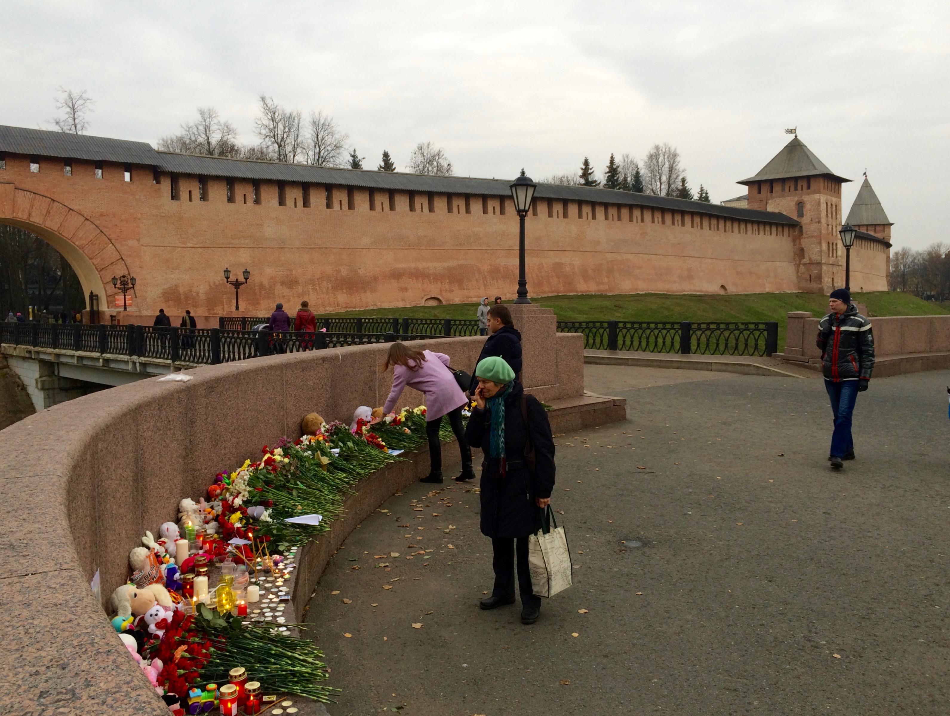 Когда Кремль был красным, а когда белым