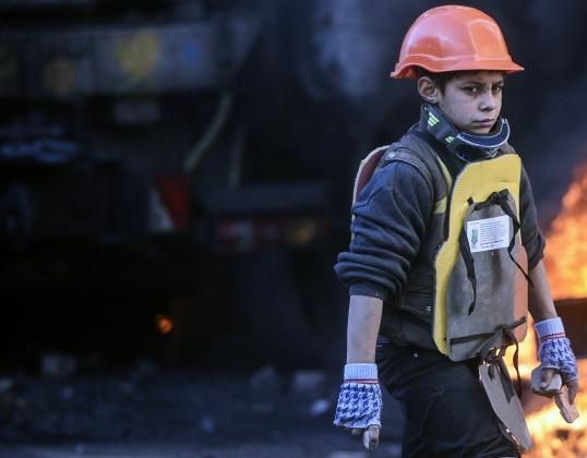 Юный «герой киевского майдана» теперь стал на 2 года старше. А его страна расцвела ещё невозможней