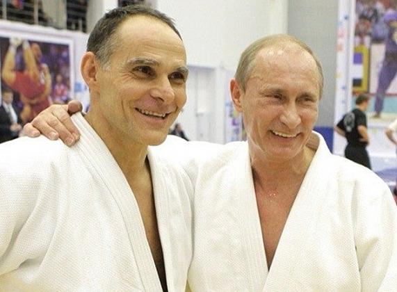 Путин в Сочи потренировался со сборной России по дзюдо