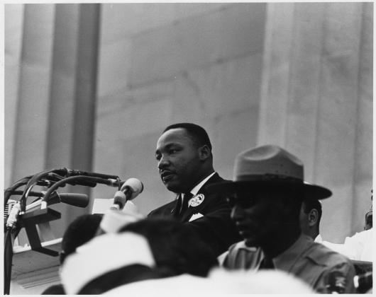 Мартин Лютер Кинг произносит свою знаменитую речь «У меня есть мечта» на Марше на Вашингтон за рабочие места и свободу. 28 августа 1963
