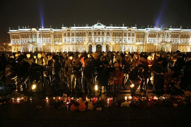 Акция памяти жертв рейса А321 на Дворцовой площади