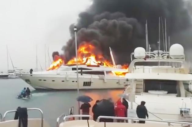 В турецком порту сгорела яхта российского миллиардера