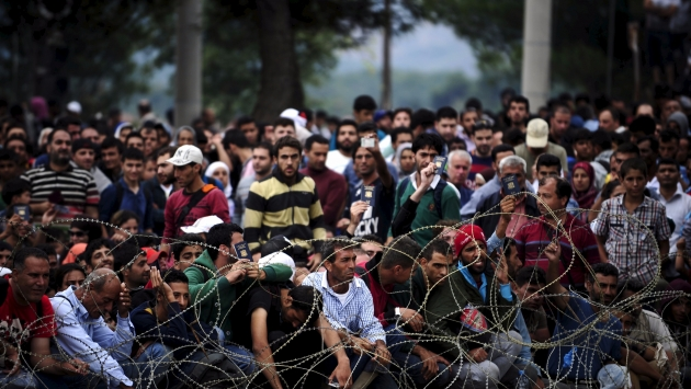 У беженцев изымают «излишки» денег.