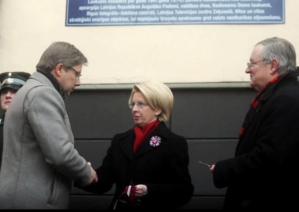 «Русский» мэр Риги Ушаков склонился под требовательным взглядом и.о. президента Латвии от неонацистов