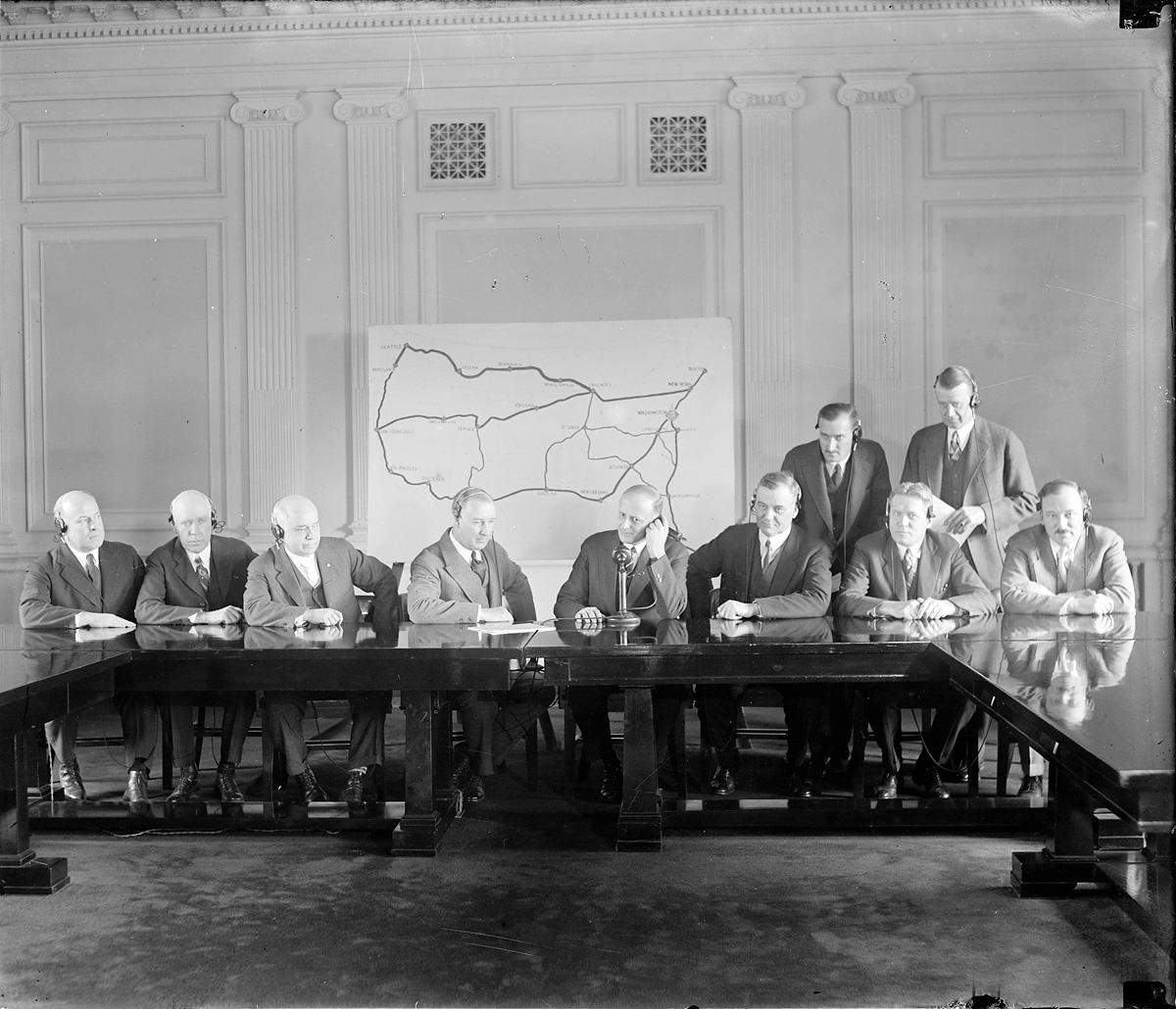 Открытие третьей трансконтинентальной телефонной линии, из Сиэттла до Чикаго. 17 января 1927