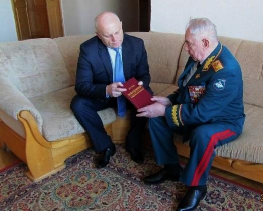 Омский губернатор выступил в поддержку последнего советского маршала