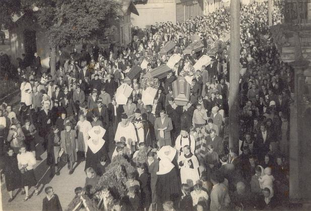 Похороны жертв атаки ОУН-УПА на поезд в окрестностях Любичи Кролевской. 16 июня 1944 года