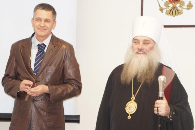 Епископ Барнаульский и Алтайский Сергий и глава администрации Тальменского района Игорь Жарков