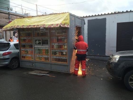 Снос незаконного ларька в Петербурге