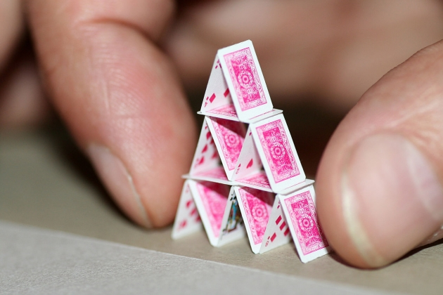 А для любителей экономических стратегий... — карточный дом!!