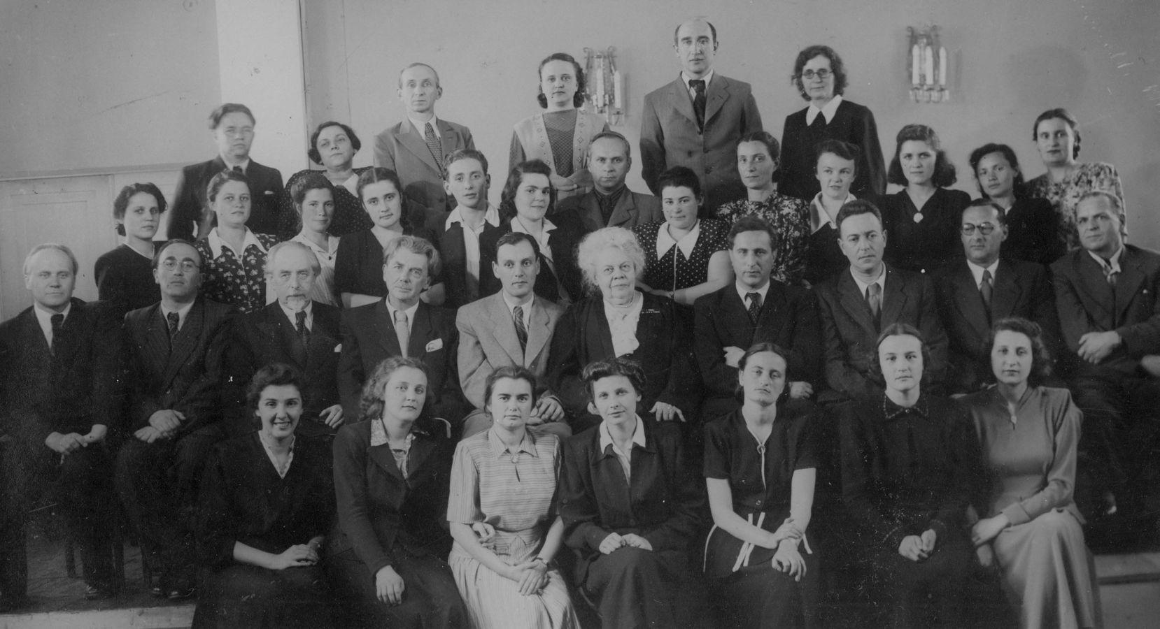 Выпускники и педагоги фортепианного факультета. 1950