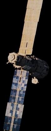 Фотография базового блока орбитальной станции «Мир». Фотография сделана экипажем корабля «Союз Т-15». 15 марта 1986 года