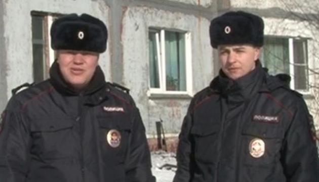Полицейские Михаил Пошивайлов и Артем Шуваев