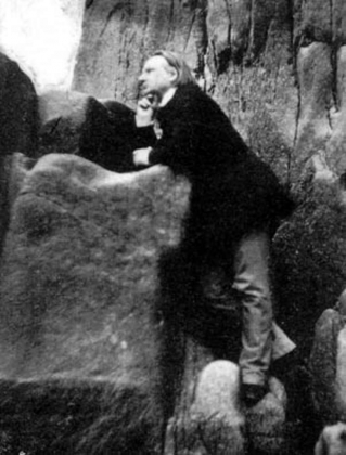 Виктор Гюго среди скал. Фотографию делал Чарльз, сын Виктора Гюго