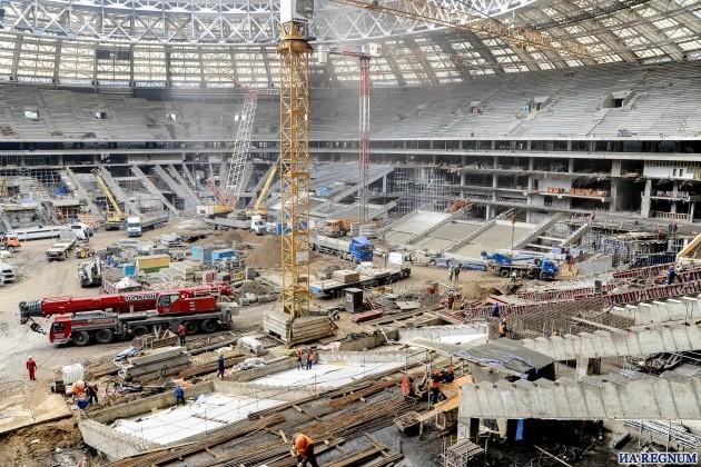 Ни зарплат, ни документов: строители стадиона «Лужники» объявили забастовку