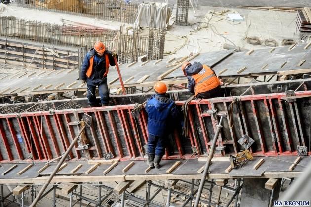 Строители на площадке стадиона «Лужники»