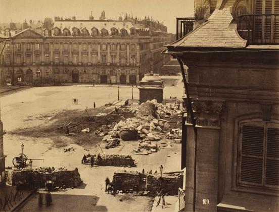 Франк. Разрушенная Вандомская колонна. 1871 год