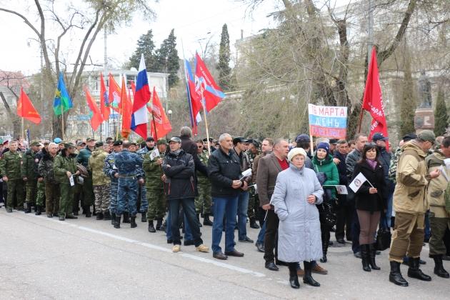 Праздничное шествие в Севастополе, посвященное двухлетней годовщине воссоединения Крыма с Россией