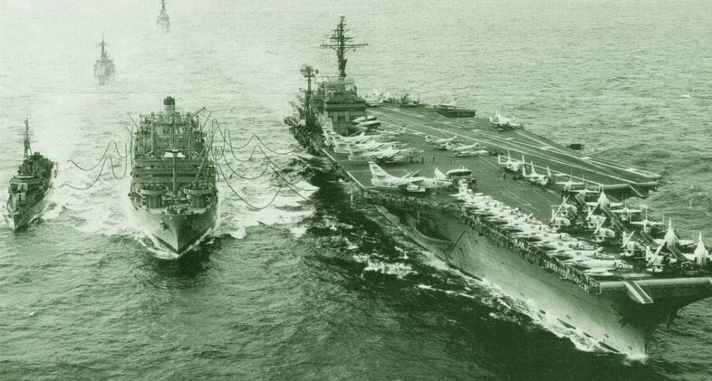 Авианосец «Китти Хок», заправка в море, 1996