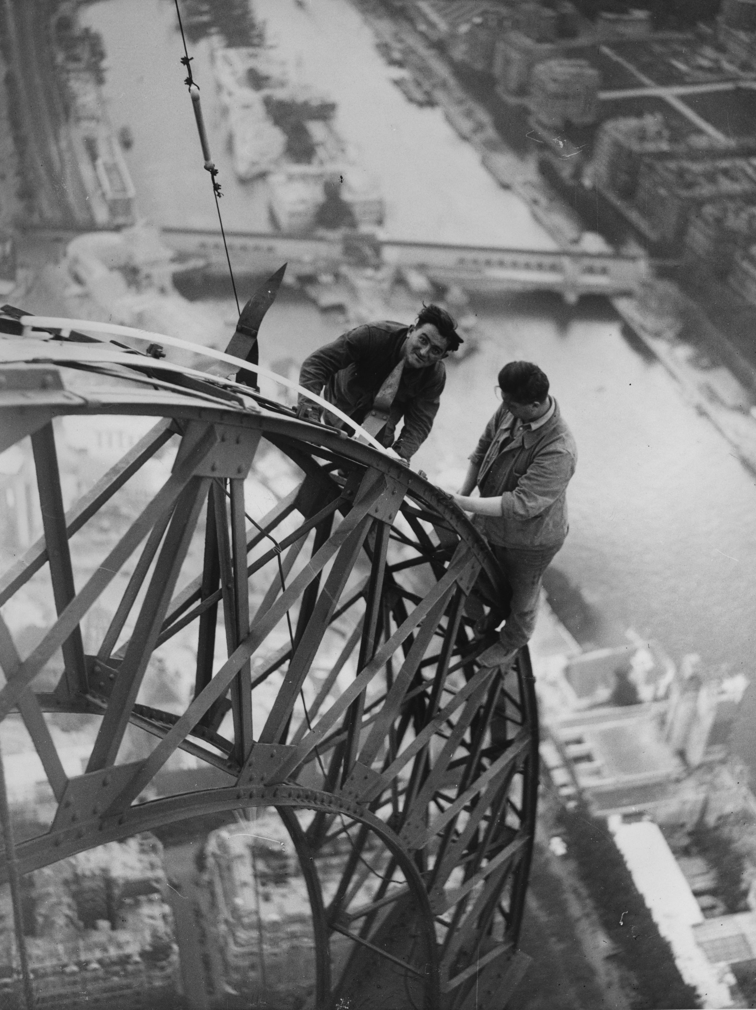 Электрификация Эйфелевой башни