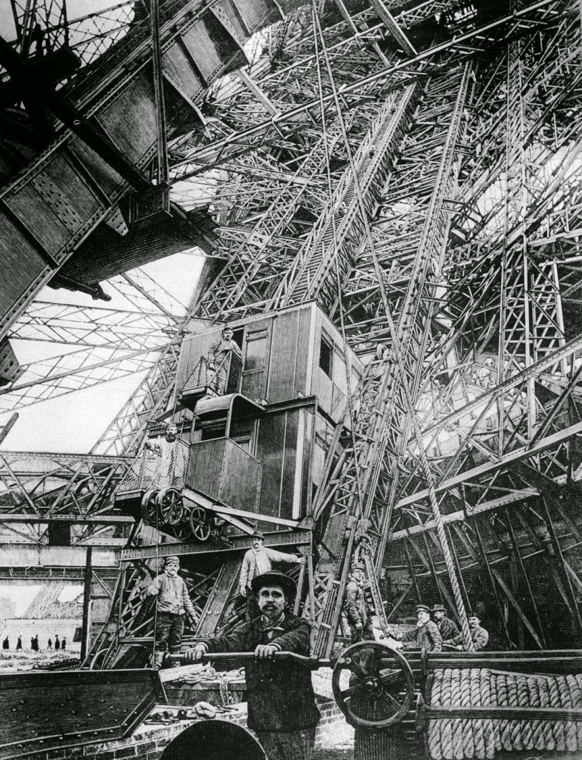 Сборка лифта для Эйфелевой башни