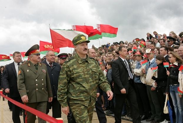 Александр Лукашенко на открытии историко-культурного комплекса Линия Сталина, 30 июня 2005 года