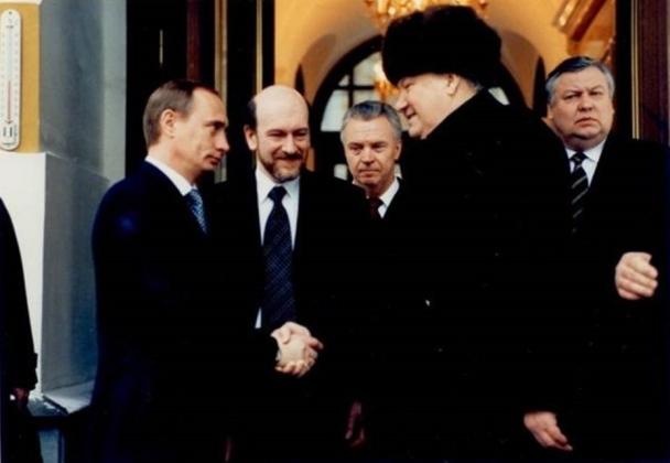 31 декабря 1999 года. Б.Ельцин прощается с В.Путиным