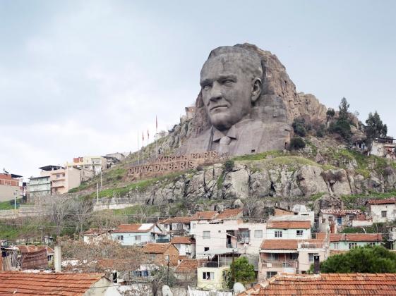 Памятник Ататюрку в Измире. 2009
