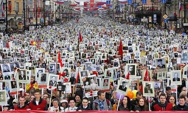 Шествие «Бессмертного Полка». Санкт-Петербург, 9 мая 2014 года