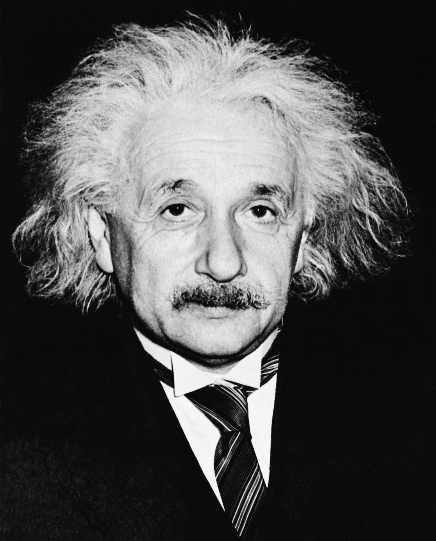 a biography of albert einstein the german american physicist Who was albert einstein albert einstein was a german-born theoretical physicist who developed the general theory of relativity, one of the two pillars of modern physics.