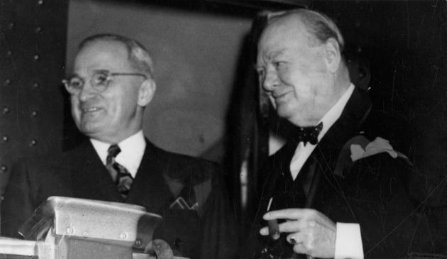 Гарри Трумэн и Уинстон Черчилль в поезде по пути в Фултон, 4 марта 1946