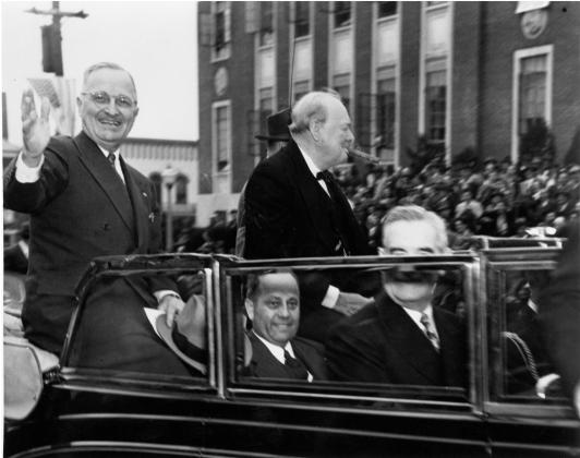 Трумэн и Черчилль едут в Вестминстерский колледж в Фултоне, где Черчилль  произнесет речь, 5 марта 1946