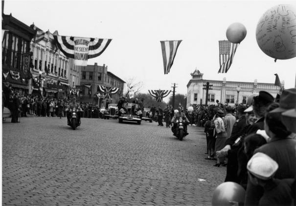 Кортеж с Трумэном и Черчиллем едет по Фултону, 5 марта 1946