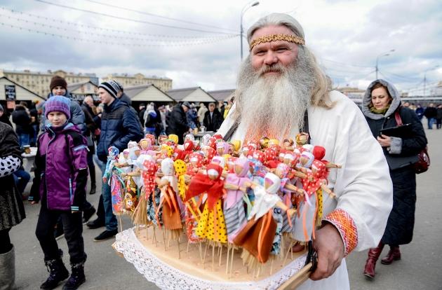 Проводы Масленицы в Москве собрали небывалое число участников: фоторепортаж