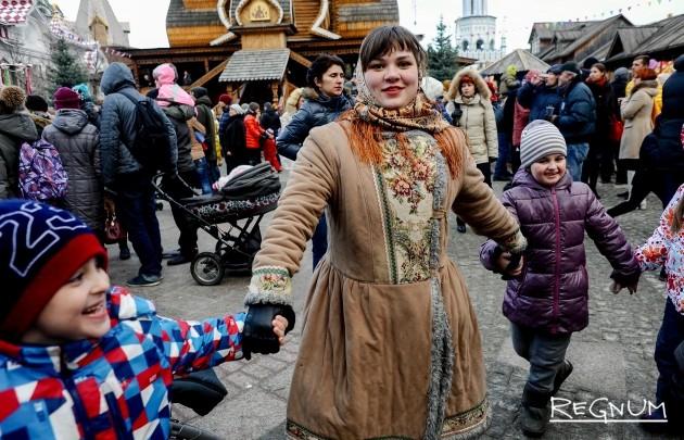 Хоровод на Масленицу в Измайловском Кремле
